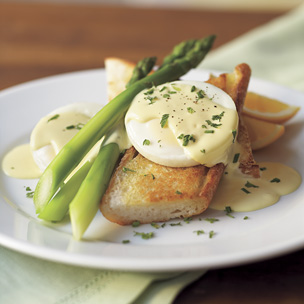 Asparagus with Poached Eggs and Hollandaise Sauce