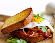 Bacon and Egg Breakfast Sandwiches