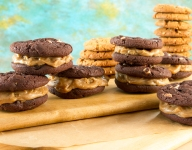 PB and Chocolate Cookie Butter-Stuffed Cookies