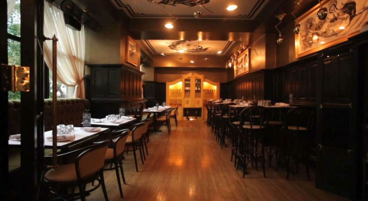 Pearl Tavern, Chicago's Oyster Hot Spot