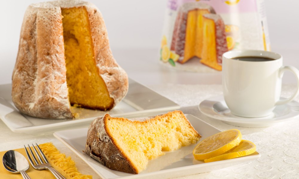 Panettone filled with lemon