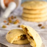Golden Pistachio Pockets with saffron, pistachios and honey