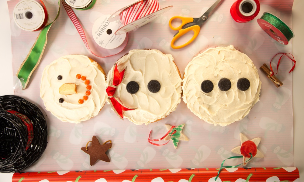 Don't have a snowman pan? Make a three layer cake!
