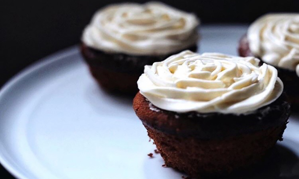 This seasonal Autumn recipe is the perfect addition to any party you may attend this fall, made with pure maple syrup, brown sugar, and vanilla with a homemade bourbon-based frosting, these cupcakes are to die for!