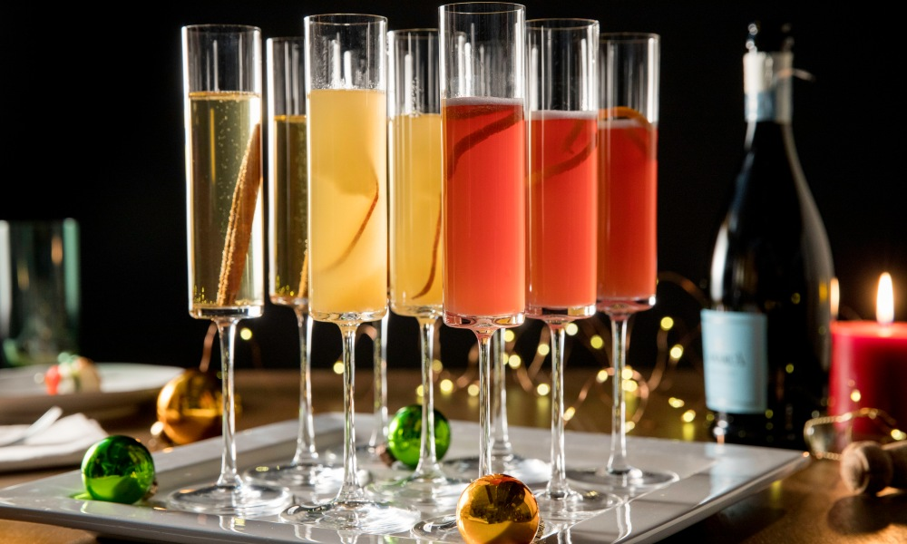 These simple, tart and sweet cocktails can add some merriment to your holiday gatherings. With an extra garnish of fresh cranberries, orange slice or even a fresh rosemary sprig, they are sure to bring some added fun. With a juicy crisp flavor that easily transitions from fall to winter, these mimosa recipes bringa spicy sweetness to any meal or holiday snack. The aroma of warm cinnamon and pear simmering on the stove will transport you to a cozy place.