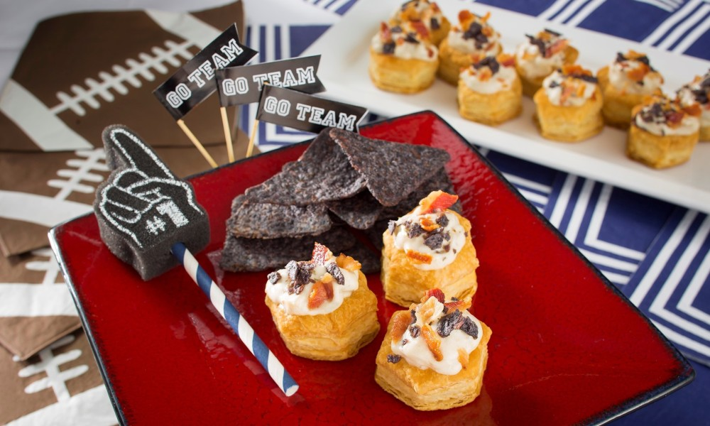 Kick off your game day party with these mini clam chowder cups. They're a delicious and fun way for New England fans tocelebrate their team devotion.