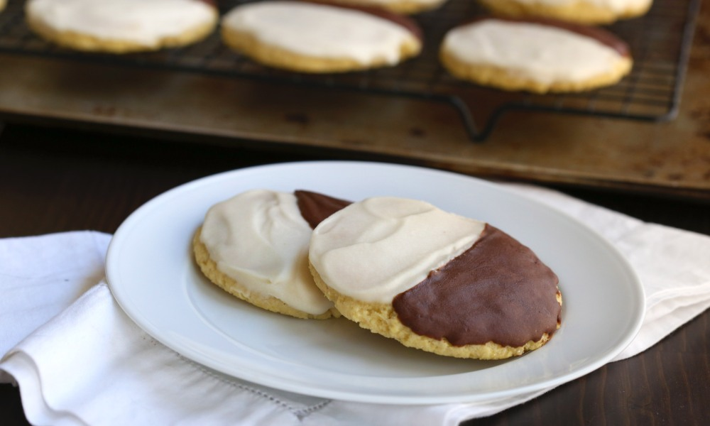 Black and White and sweet all over, these deliciously soft, cake-like cookies are made with Swerve sweetener, touted as the ultimate sugar replacement. Swerve is a cup-for-cup natural sugar replacement that has all of the flavor and none of the calories of traditional sugar.