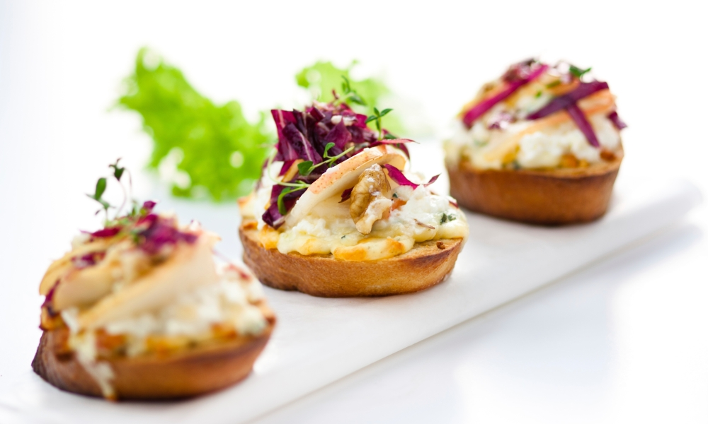 These decadent bite-sized Hone Brushed Pear and Boursin Crostini appetizers are fit for the royal wedding!
