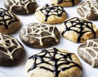 Halloween Cobweb Cookies