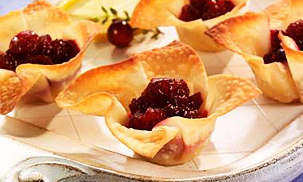 These cranberry brie bites are the perfect appetizers for your Thanksgiving table. Made with fresh brie and cranberries, they colorful and flavorful.