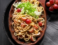 Asian Noodle Salad with Chicken and Grapes