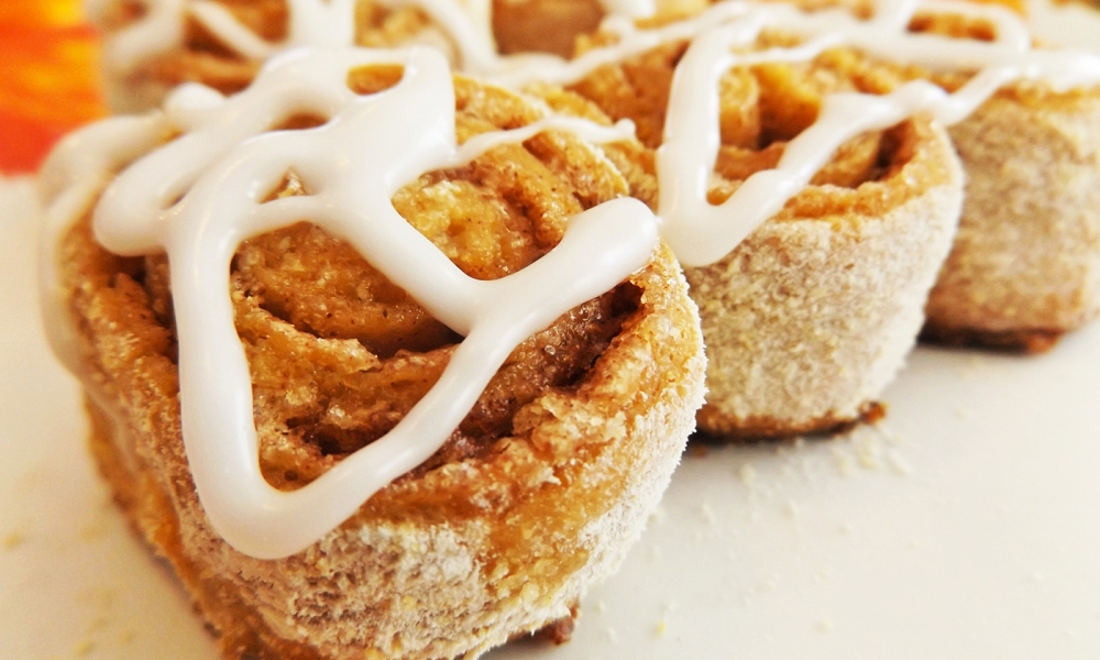 This cinnamon roll recipe just seems natural to me. Instead of white yeast bread with no sweetness used in most other cinnamon roll recipes, why not use a sweetened dough, especially one sweetened in the classic gingerbread way?