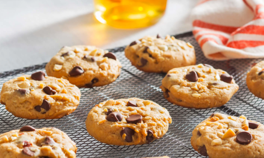 Who doesn't love chocolate chip cookies? I definitely have a weakness, especially when they're combined with peanut butter and the wonderful flavor tones of honey, like these Bee Nutty Choco-Chip Cookies from our friends at the National Honey Board!