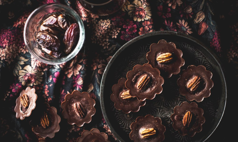 Deliciously packed with nutrients, these chocolate pecan super food cups will satisfy sweet tooth cravings – and there's no baking required! Simply combine pecan and dates with a chocolate filling and chill in the fridge for a delightful grab-and-go snack or treat.