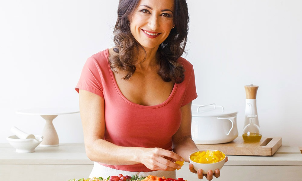 Chef Mareya Ibrahim, author of Eat Like You Give A Fork shows you how to create a You Glow Smoothie.